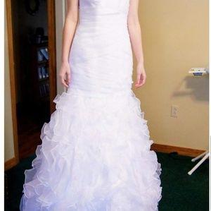 WHITE STRAPLESS MERMAID WEDDING DRESS